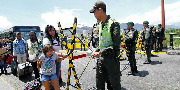 Amigos, no olvidemos ponernos la camiseta de #Colombia hoy es el día de apoyar a nuestros compatriotras humillados por el gobierno de #Venezuela