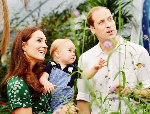 Prince George is 1 year today! #HappyBirthday #RoyalFamily #CuteRoyal Families, Duchess Of Cambridge, Prince Williams, Katemiddleton, Prince George'S, 1St Birthday, Kate Middleton, First Birthdays, Prince Georges