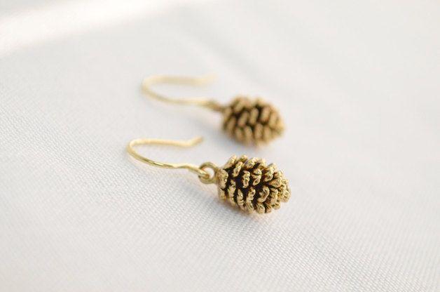 Small Earrings – Pine cone dangle earrings in gold, Winter jewelry – a unique product by sunrayjewel on DaWanda
