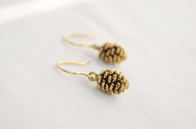 Small Earrings – Pine cone dangle earrings in gold, Winter jewelry – a unique product by sunrayjewel on DaWanda