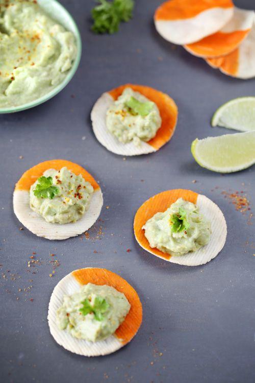 Plus légers et moins gras que les chips de maïs mexicaines, les chips de Coraya maison présentent un délicieux accompagnement pour le guacamole. Elles sont