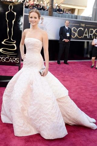 Jennifer Lawrence    Elbise: Dior Couture http://elle.com.tr/fotogaleri_FotoGaleriDetay/1970.aspx#