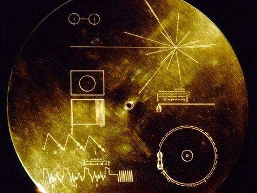 La nave estadounidense Voyager 1 ha superado los 18.000 millones de kilómetros de distancia de la Tierra y se prepara ya para salir del sistema solar y alcanzar el infinito. Este logro de la sonda coincide con el 35º aniversario de su lanzamiento, en septiembre de 1977.