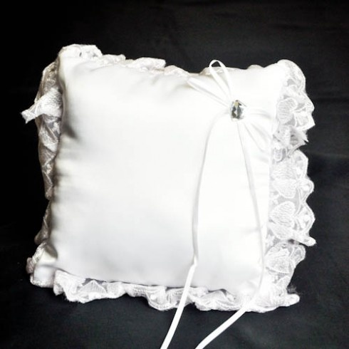 White heart decorated wedding ring pillow