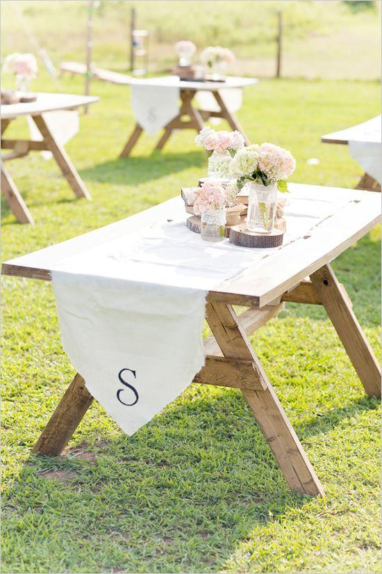 Love this simple, rustic #wedding table decor...so pretty!  From http://weddingchicks.com/2012/08/14/southern-backyard-wedding/  Design: http://asouthernaffairevents.com/  Photo Credit: http://glassjarphotography.com/