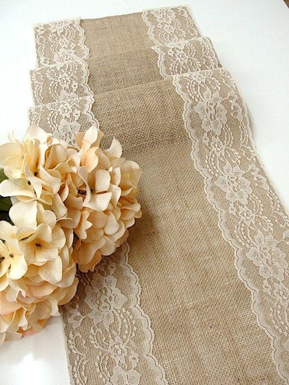 Linda combinacion de arpillera (puede ser otra tela rustica y en otro color) y puntilla de encaje