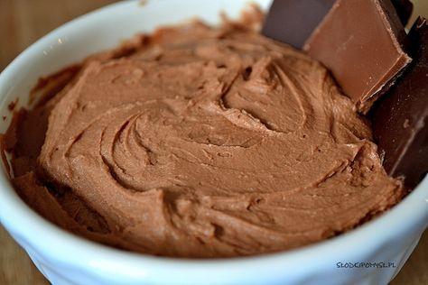 Najpyszniejszy krem czekoladowy do tortów, ciast i deserów. Można go jeść łyżkami, dlatego na wszelki wypadek radzę zrobić trochę więcej kremu ;).