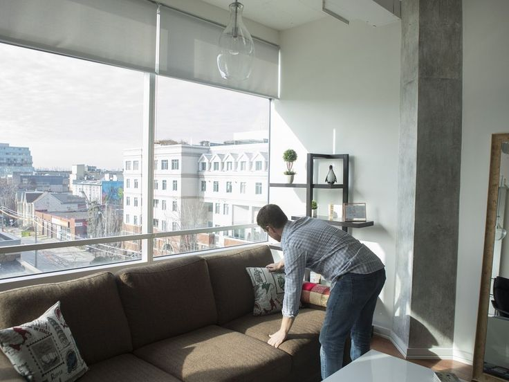 Renters and Airbnb landlords square off as Toronto considers new short-term rental rules