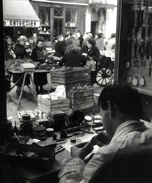 Willy Ronis 1952 Paris, between Place d'Aligre and Rue de Charenton