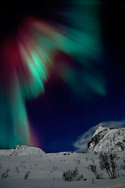 """Bjorn says: """"Green auroras are by far the most common, but they can sometimes show up in purple and deep red, depending on what type of gas the solar wind particles hit in the atmosphere"""""""