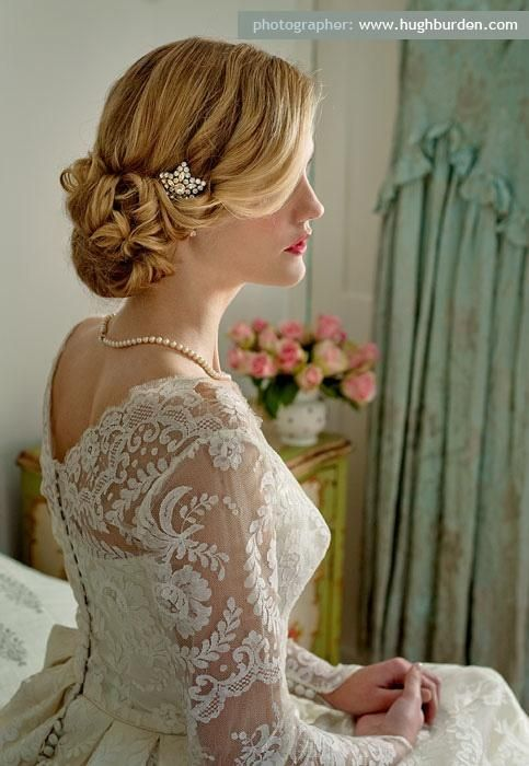 Wedding Hairstyles / Vintage inspired updo bun with hair accessories