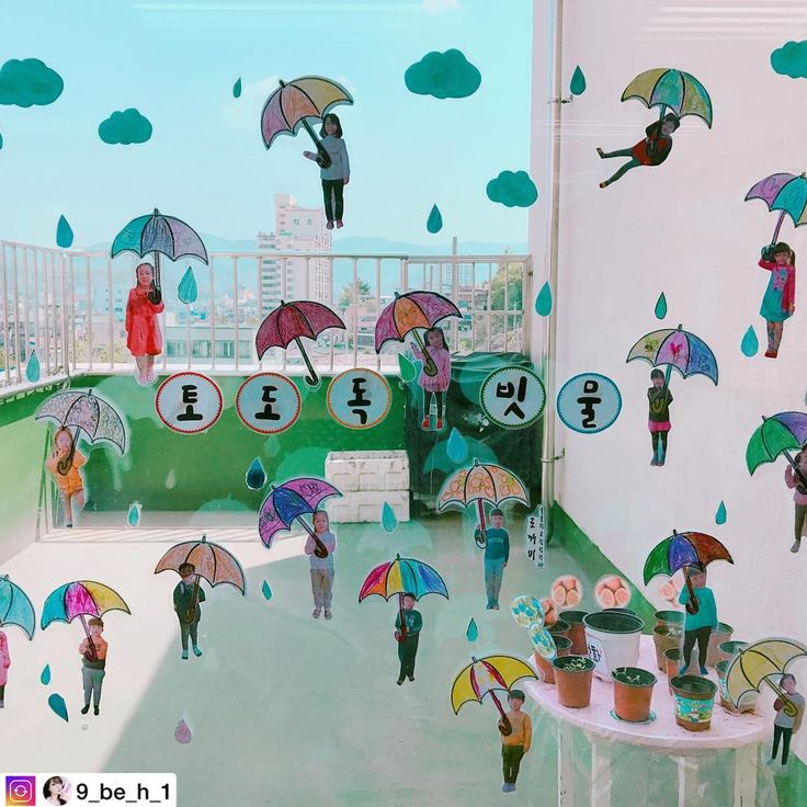토도독 빗물 @9_be_h_1 선생님의 작품  #우산#교실#우산꾸미기#빗방울#어린이집#유치원#환경구성#유아미술#미술#6세#7세