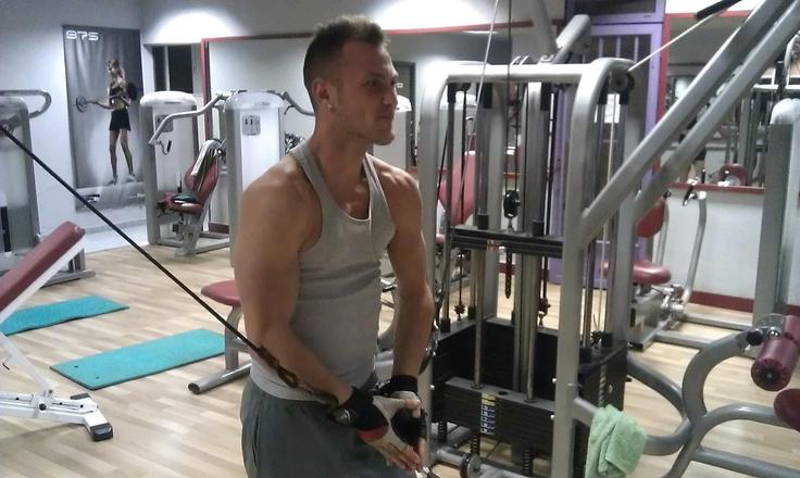 Entrenar con equipo ortus fitness