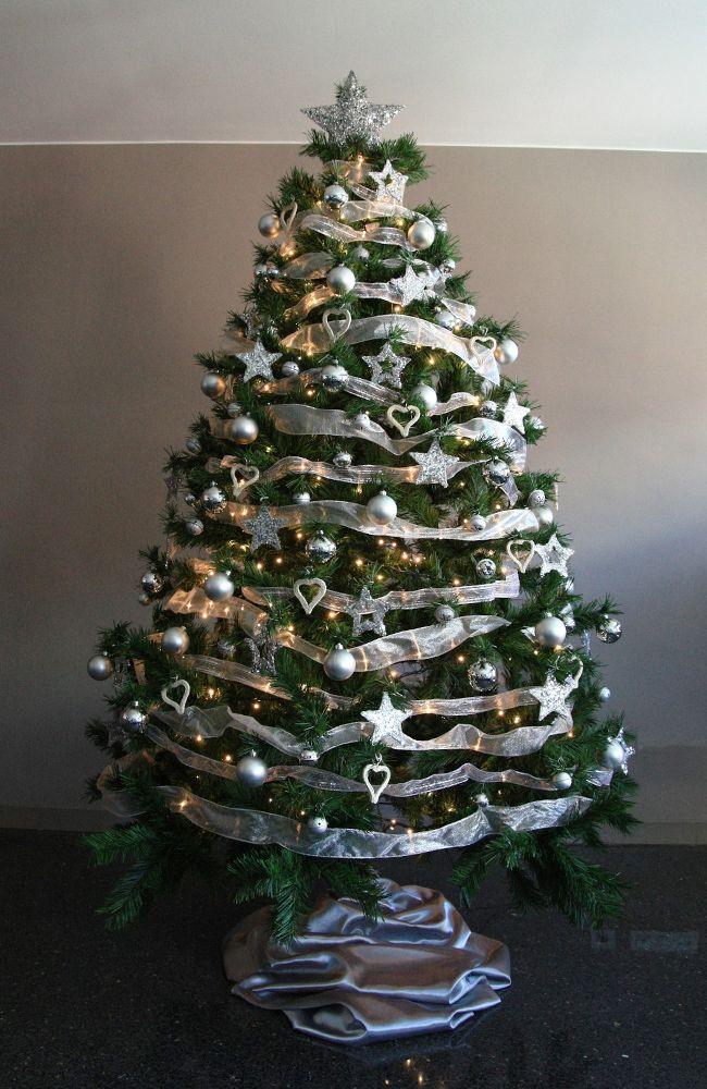 Rbol de navidad plateado en un hotel en el centro de - Ver arboles de navidad ...