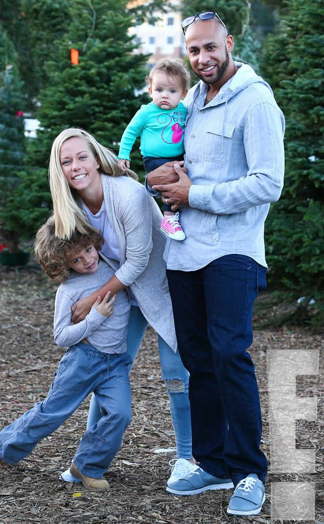Christmas Miracle? from Kendra & Hank Reunite, Take Hank Jr. & Baby Alijah to a Christmas Tree Farm | E! Online