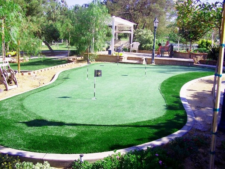 Best Backyard Putting Greens - http://www.sitetodd.com/backyard-putting-greens/ : #Backyards, #Patios Backyard Putting Greens – If you like golf and don't have time go to golf court so this backyard putting greens ideas maybe can add into your backyard and turn it into a nice home golf court. So you have new idea for your unused spacious backyard to become nice golf court, you should start to bro...