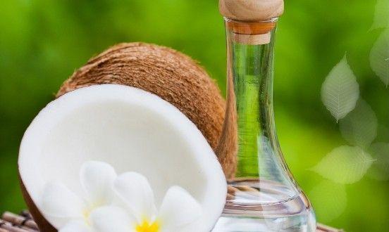 ココナッツオイルに含まれる中鎖脂肪酸は、直接肝臓に運ばれ、効率よく分解されてエネルギーへと変換されるので分解・燃焼が早く脂肪になりにくい。また、腸絨毛に浸透し、食品添加物などの化合物による汚れや食べ物のカスを除去する。 #ココナツオイル#ダイエット#