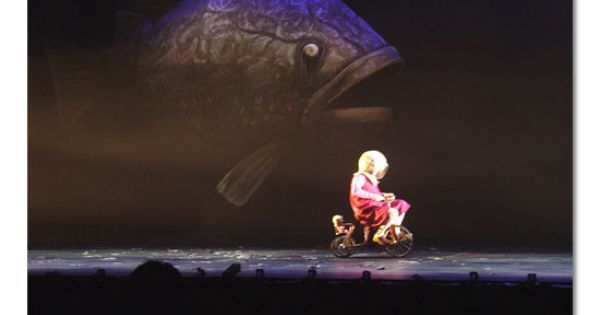 """Image from a theatri - Image from a theatrical adaptation of Shaun Tan's """"The Red Tree"""". Giant fish and tricycle (note diving helmet). --- #Theaterkompass #Theater #Theatre #Puppen #Marionette #Handpuppen #Stockpuppen #Puppenspieler #Puppenspiel"""