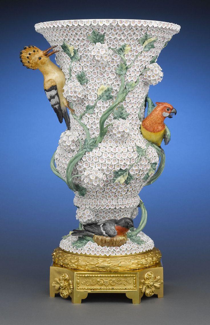 #Meissen  --  Vase  --  Circa 1860  --  Via Rau Antiques