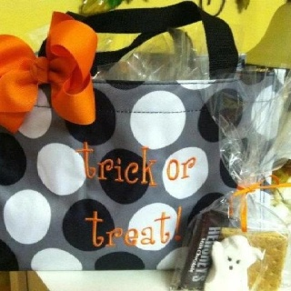 Halloween goodie bag so cute perfect for work party for Easy halloween treats for work party