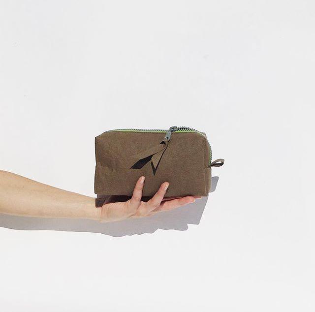 Kosmetická taška ušitá z papíru AGED chocolate