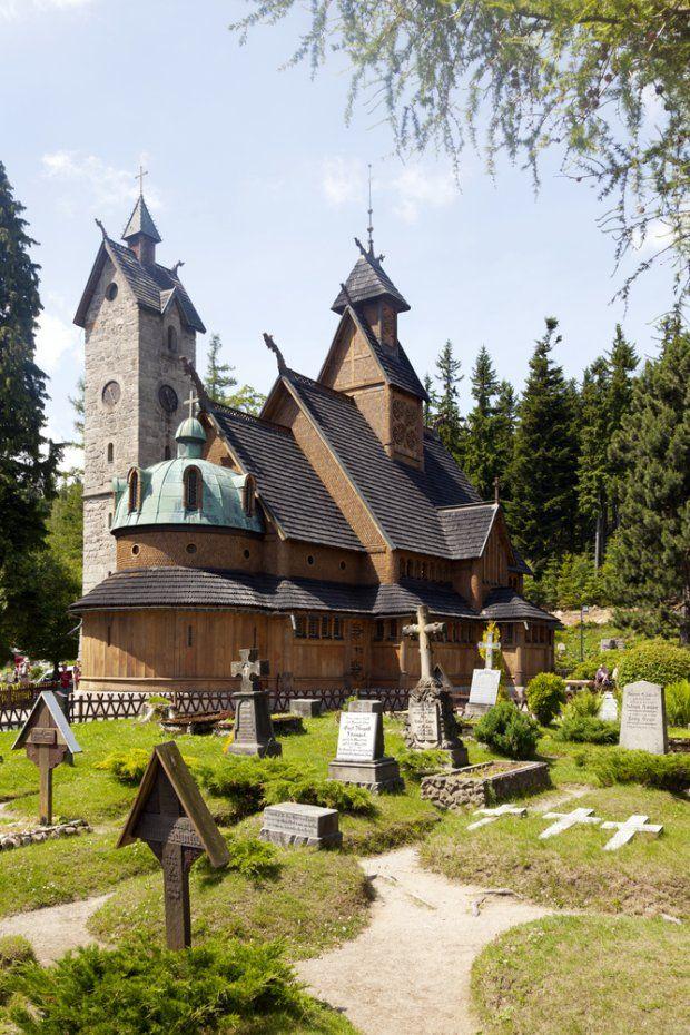 Wang Temple in Karpacz (moved here from Norway in XIX century .   Świątynia Wang, Karpacz. XIX-wieczny kościół ewangelicki znany powszechnie jako Świątynia Wang został przeniesiony do Karpacza z norweskiej miejscowości Vang. Oficjalnie nazywa się ją Kościołem Górskim Naszego Zbawiciela.