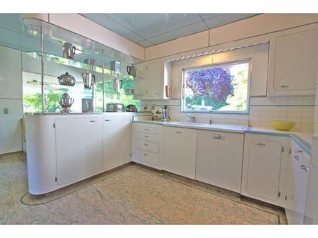 Late 40s white kitchen, Streamline Moderne