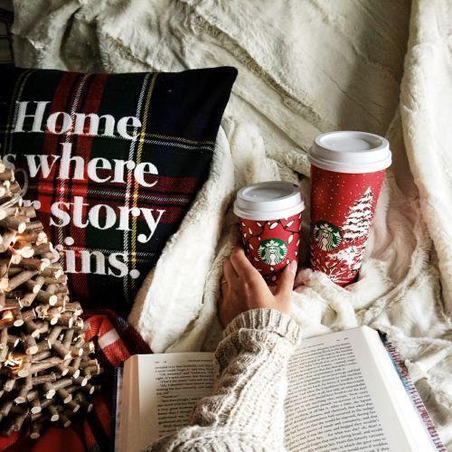 EDUM #100: Diez libros para Papá Noel  Se acercan las fiestas Navidad y Año Nuevo y las tan esperadas vacaciones... aunque claro que para mí todo el año fueron vacaciones muajaja. Seguramente ya han visto el fantástico Sorteo Navideño que estoy realizando con unas genias blogueras. Están participando? Les deseo mucha suerte! En fin aquí les traigo mi lista de libros para que Papá Noel me traiga:  Esta sección se llama EDUM (Espacio de un Martes) En qué consiste? En dejar a un lado las…