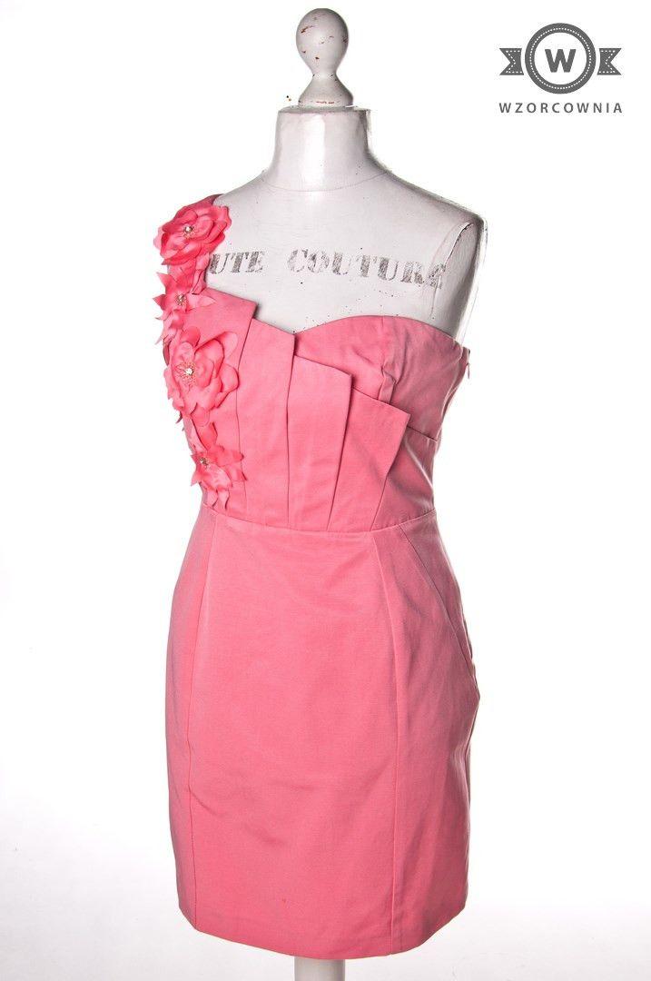 >> Jasnoróżowa #sukienka na jedno ramię z kwiatkami #Wzorcownia online | #woman #dress #oasis