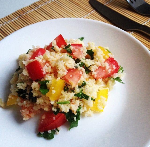 Сочное и ярко блюдо из кус-куса, которое больше похоже на салат, чем на простой…