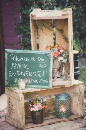 Ideias de decoração para um casamento rústico:  caixotes e feira e quadro negro