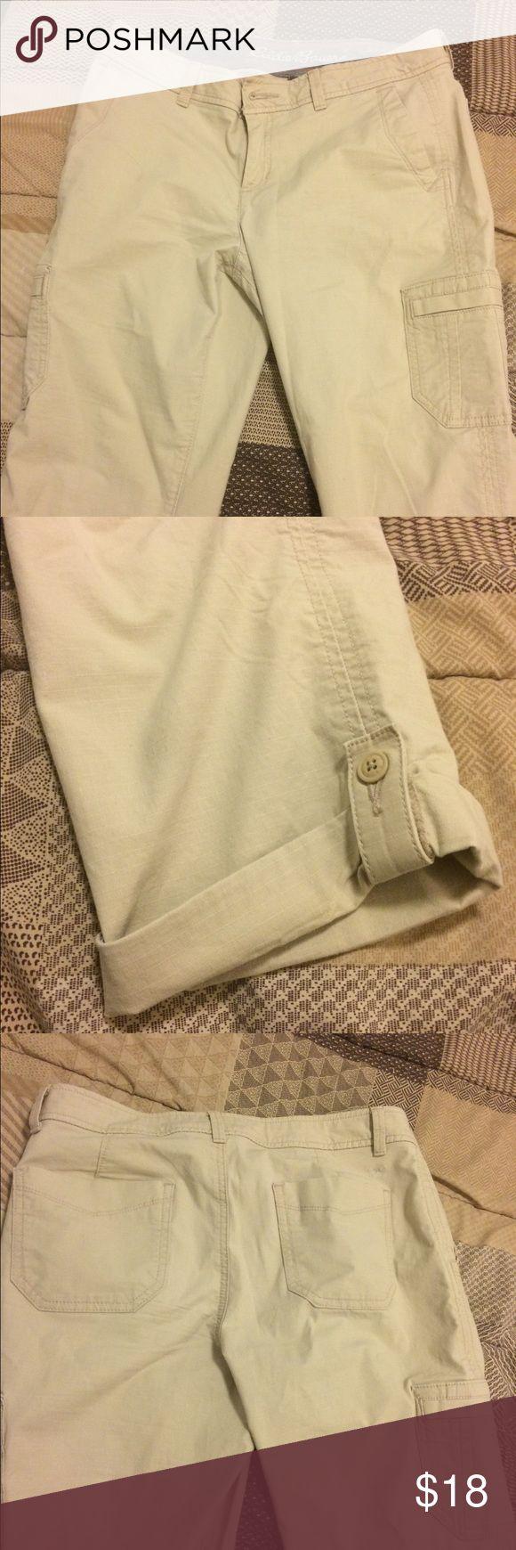 Eddie Bauer Khaki Capris Like New Eddie Bauer Khaki capris. Size 6. Flattering shape, great pockets. Eddie Bauer Pants Capris