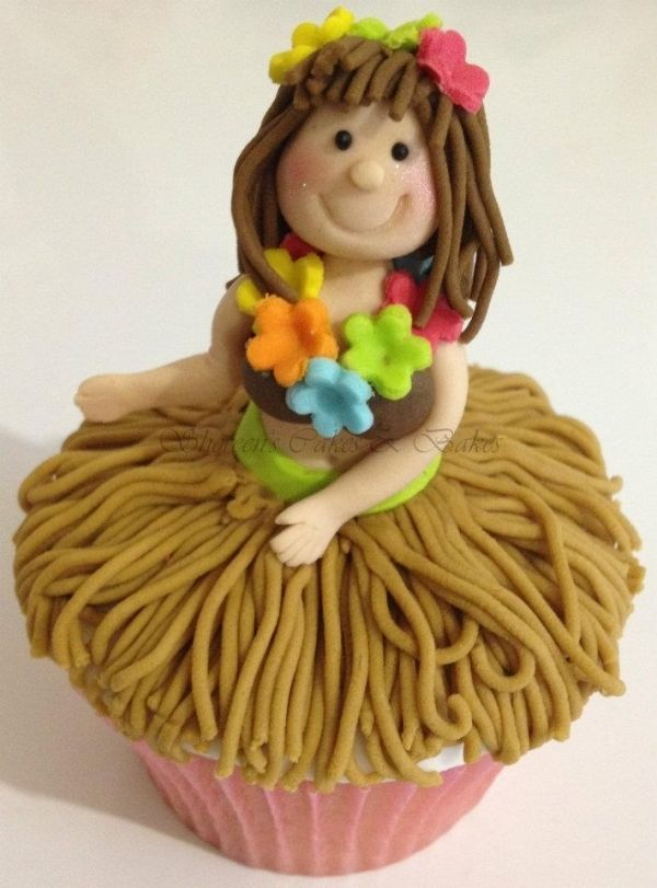 Hawaiian Hula Dancer Cupcake ~ cute idea!