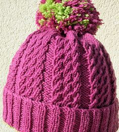 It´s not lace, it´s not cable, it´s a clever little stitch creating a lovely texture which is very springy and very warm. The hat is best worn when it´s not over stretched