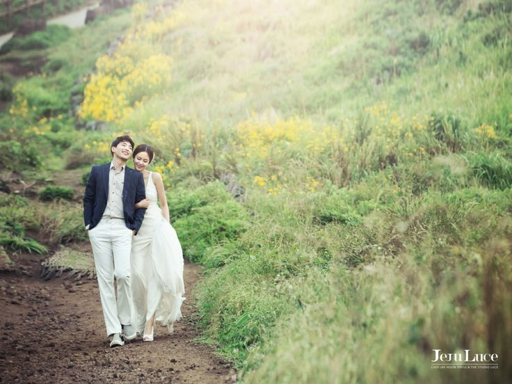 Luce studio's Jeju outdoor photoshoot route C! : Songdang Pastuure(송당목장), Seopjikoji(섭지코지), Woljeongseoro169(월정서로169).   Inclusive items: 1. Indoor shoot in newly renovated studio settings + outdoor shoot in route C. 2. One free dress among 12 dresses that are featured in sample pics. 3. Jeju island coastal area tour map