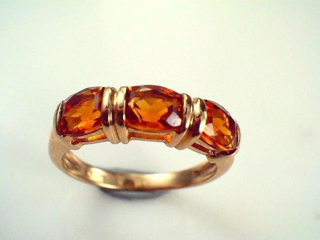 yellow Citrine ring running across the finger