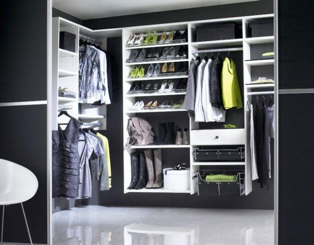 Walk in Wardrobe 620x484 31 Spectacular Examples of Walk In Wardrobes