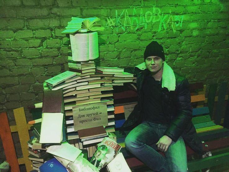 Книжный арт-объект в одном из баров Перми