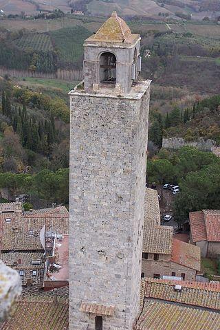Торре Роньоза (итал. Torre Rognosa), также изв. как Часовая башня (итал. Torre dell'Orologio) или Башня подесты (итал. Torre del Podestà) - одна из самых высоких и хорошо сохранившихся средневек. башен г. Сан-Джиминьяно. Возвышается над Старым дворцом подеста на Соборной площади, построена ок. 1200 г. и принадлежала семьям Грегорио и Оти. Высота башни составляет 51 м,