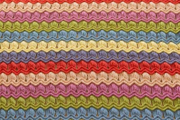 wink-acreativebeing-vintage-fan-ripple-crochet-afghan-blanket-5