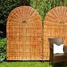 Naturbelassene Weidenruten werden als langlebiges Naturmaterial unbehandelt als Sichtschutzmatte oder in Sichtschutzwänden verarbeitet. Sichtschutzmatten aus Weide in einer Höhe von 90 cm sind eine attraktive Balkonverkleidung. In 150...