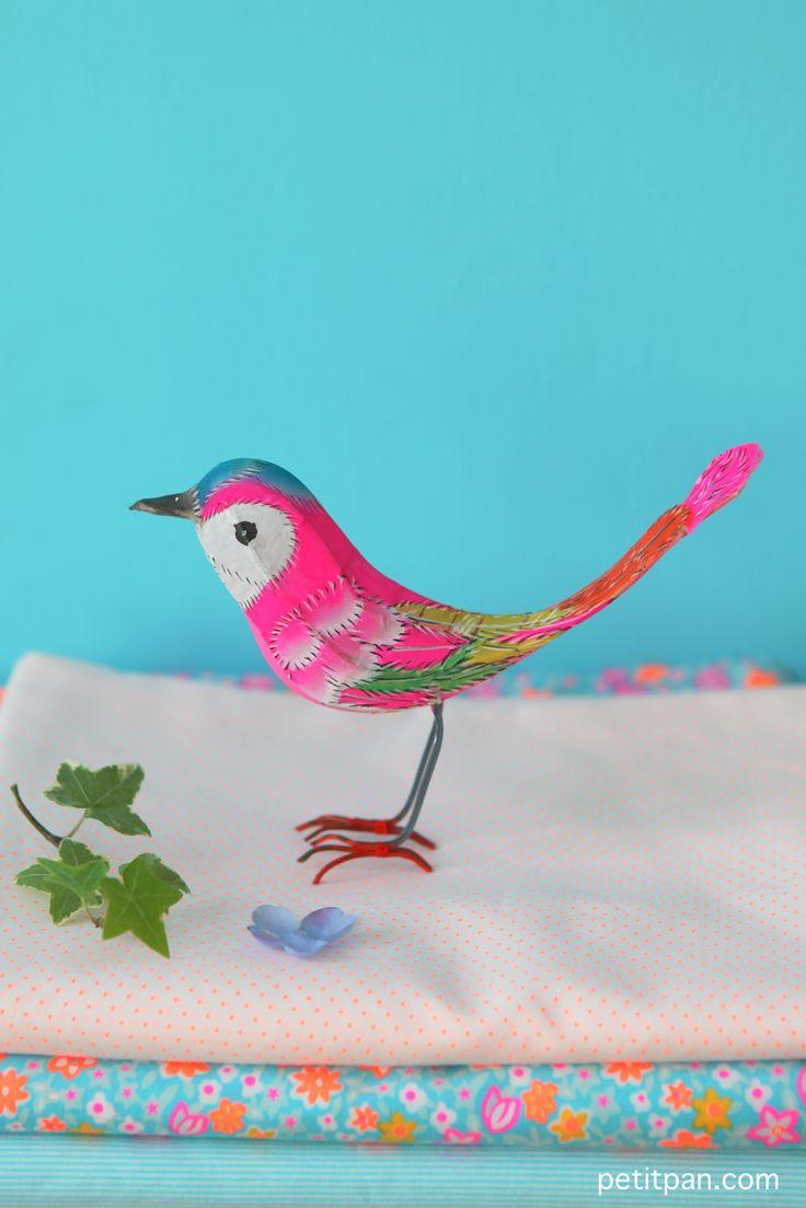 Oiseau en bambou et soie. http://www.petitpan.com/148-objets-deco