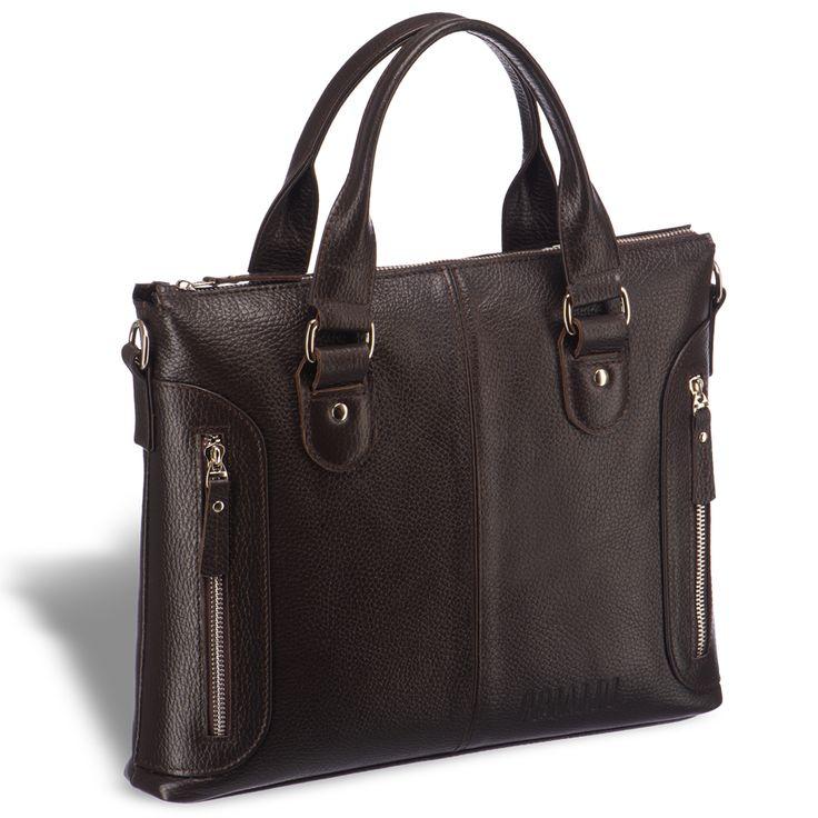 Деловая сумка малого формата BRIALDI Abetone (Абетоне) relief brown     Модель относиться к популярному на данный момент Slim-формату сумок. Продуманно сконструированная и аккуратно отшитая модель. Подвижные и очень удобные основные ручки. Два вертикальных лицевых кармана позволят разместить повседневные, но при этом так необходимые мелочи. На задней панели разместился глубокий карман на молнии. По верхним краям модели находятся полукольца для крепления плечевого ремня. Одно основное…