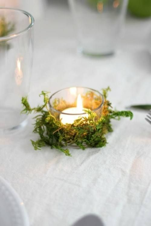 A tea light candle, doublesided tape, moss and threats - an adorable table treat...