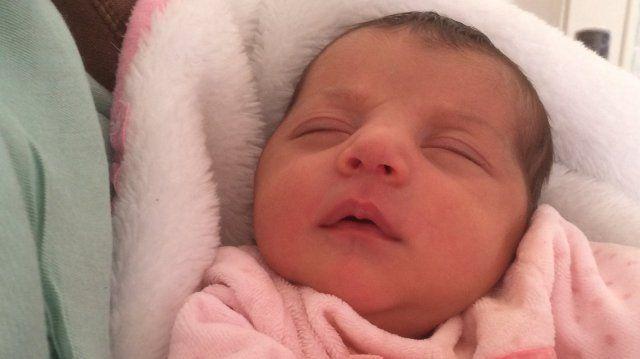 Le 8 février dernier, Sirine Rebai a accouché de son deuxième enfant, une petit fille, dans les toilettes de la maternité de Saint-joseph à Marseille. Une situation ubuesque qui a choqué les parents. La maternité de son côté se defend d'un défaut de prise en charge.
