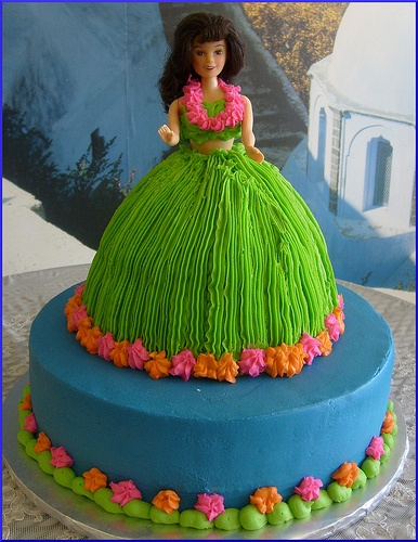 Hula girl cake! LOVE IT..