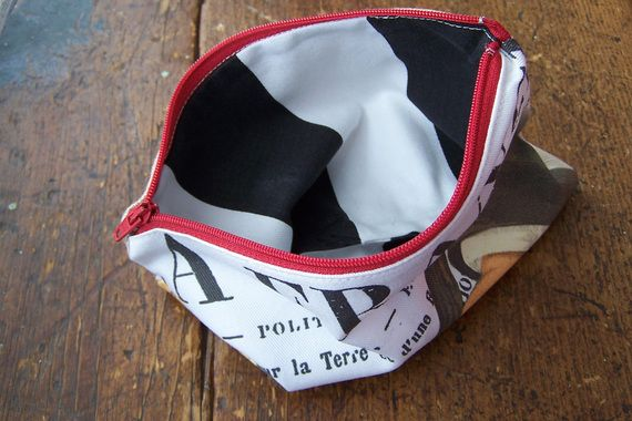 Lined small zippered pouch with La France design  +-18.5 x 14cm  Perfect to use as cosmetic bag, pencil case or diaper pouch
