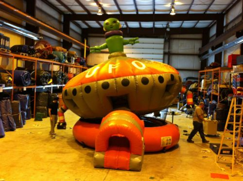 Bounce houses are lots of fun for the kids jumping and bouncing around, but the Roswell Rocker tilts as well, making it a different experience all together for everyone. http://partyprofessionals.com/new-for-2013-party-rentals-az/roswell-rocker/