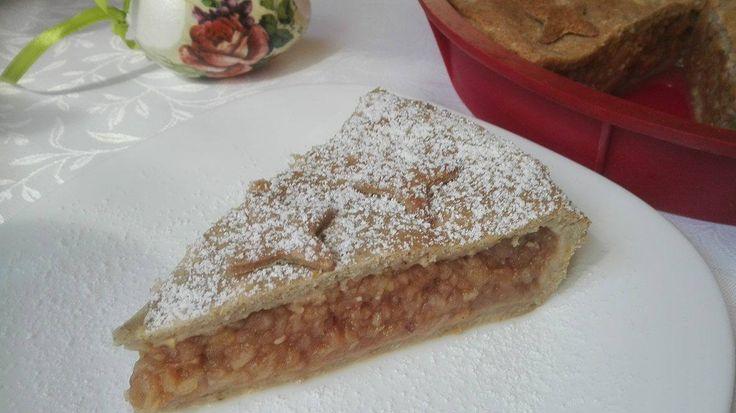 A legutóbbi receptem is egy almás pite volt, a mostani szintén, mert még mindig van őszről alma a garázsban, amit lassacskán el kell eszeget...