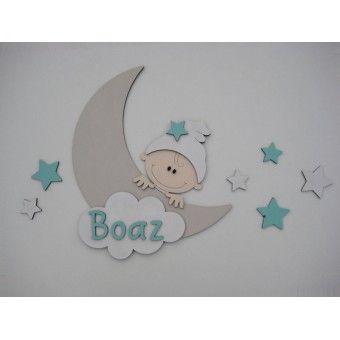 Houten muursticker voor de babykamer. Beige maan met kindje en sterren. In diverse kleuren verkrijgbaar.